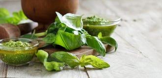 Basilikum Pesto Soße lizenzfreies stockfoto