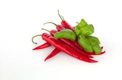 Basilikum und Pepperonis stockfotos
