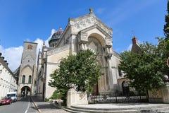 Basilique圣马丁和游览游览的查尔曼,法国 免版税库存图片