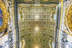 Basilique d'or Vatican Rome Italie du ` s de St Peter de plafond Photographie stock libre de droits