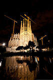 Basilique de la La Sagrada Familia la nuit Image libre de droits