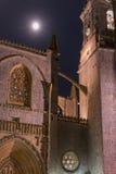 Basilique de Lekeitio avec le clair de lune Image libre de droits