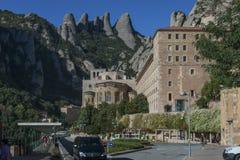 Basilique de Santa Maria et monastère de Bénédictine dans Montserrat Photographie stock libre de droits