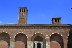 Basilique de St Ambrose (Sant'Ambrogio) à Milan Photos stock
