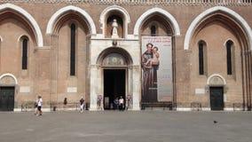 Basilique de St Anthony dans le service informatique de Padoue banque de vidéos