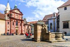 Basilique du ` s de St George à Prague, République Tchèque image stock