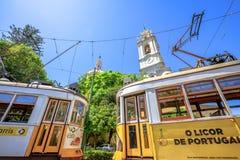 Basilique et tram 28 d'Estrela images stock