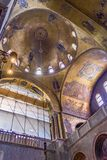Basilique intérieure du ` s de St Mark de la voûte, de la nef et du transept Photo libre de droits