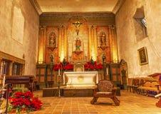 Basilique Mary Statue Altar Mission Santa Barbara Californiia Images libres de droits