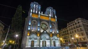 Basilique Notre-Dame de l Assomption la nuit situé sur le hyperlapse de timelapse de Jean Medecin d'avenue à Nice, France clips vidéos