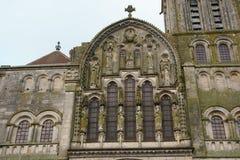 Basilique Sainte-Marie-Madeleine de Vezelay kyrka i Vezelay Arkivbilder