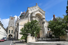Basilique St Martin och Tours Charlemagne i Tours, Frankrike Royaltyfria Bilder