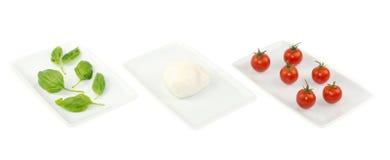 basilu chorągwianej karmowej włoskiej mozzarelli pomidorowy biel Fotografia Royalty Free