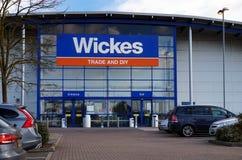 Basingstoke, Regno Unito - 9 marzo 2017: Esterno del commercio a di Wickes immagini stock libere da diritti