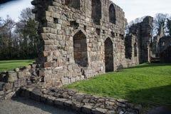 Basingwerk修道院历史的废墟在未开发的地区,在Holywell北部威尔士附近 免版税库存照片