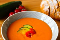 Basis van de Gazpacho de Spaanse koude soep op tomaat stock fotografie
