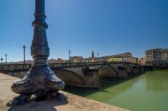 Basis van de lantaarnpaal in de stijl van de renaissance en de brug Royalty-vrije Stock Foto's