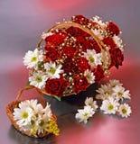 Basked com rosas Imagens de Stock