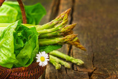 Basket with asparagus and salad Royalty Free Stock Images