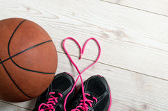 Basket-ball au coeur Photo stock