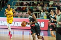 Basket-ball de jeu de filles Photos libres de droits