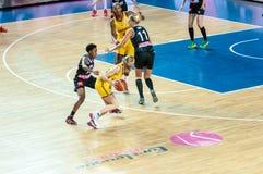 Basket-ball de jeu de filles Images stock