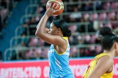 Basket-ball de jeu de filles Photographie stock