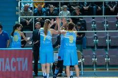 Basket-ball de jeu de filles Images libres de droits