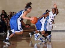 Basket-ball de lycée de filles photo libre de droits