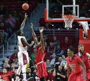 2014 basket-ball de NCAA - grands 5 Photographie stock libre de droits