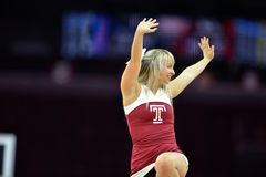 2014 basket-ball de NCAA - le Kansas au temple Images libres de droits