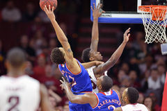 2014 basket-ball de NCAA - le Kansas au temple Image stock