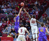 2015 basket-ball de NCAA - Temple-ECU Image stock