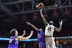 2015 basket-ball de NCAA - Temple-ECU Images stock