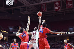 2015 basket-ball de NCAA - Temple-La de quarts de finale de LENTE technologie Photos stock