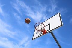 Basket-ball de panneau arrière Photo stock