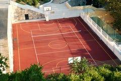 Basket-ball extérieur et court de tennis Photo stock