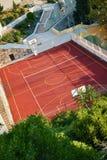 Basket-ball extérieur et court de tennis Photographie stock libre de droits
