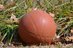 Basket-ball usé Image libre de droits
