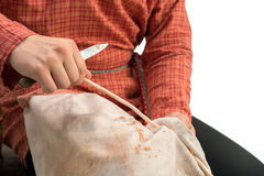 basket Fotoet av hantverkaren rymmer withyen, närbild Royaltyfri Foto