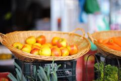 Basket of fresh apples on farmer market Royalty Free Stock Photography