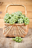 Basket with fresh green grapes Royalty Free Stock Images