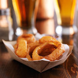 Basket of fresh onion rings with beer Royalty Free Stock Images