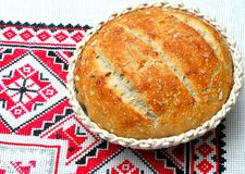 Basket with fresh sourdough bread Royalty Free Stock Images