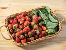 Basket of fresh strawberries Royalty Free Stock Photography