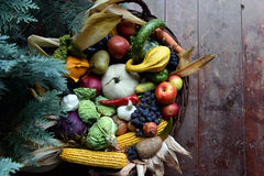 Basket of organic food vegetables Royalty Free Stock Images