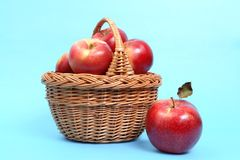 Basket of red apples Royalty Free Stock Photos