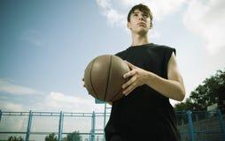 basket utanför Arkivbild