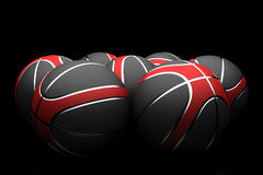 Basketbälle lokalisiert auf schwarzem Hintergrund lizenzfreie stockbilder