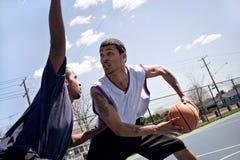 Basketbal Één op  Royalty-vrije Stock Fotografie